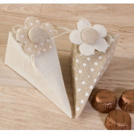 Caja-pirámide topos/liso con pinza flor con 4 bombones min.2