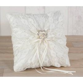 Cojín alianzas con blonda y broche flor de perlas 20x20cm.