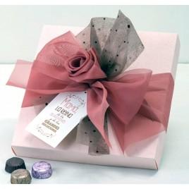 Caja rosa 30 bombones lazo organdí tarjetón*
