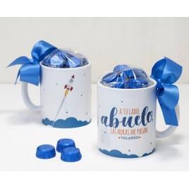 Taza cerámica A tu lado Abuelo en caja regalo 6 bombones