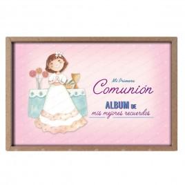 Álbum Comunión niña delante altar